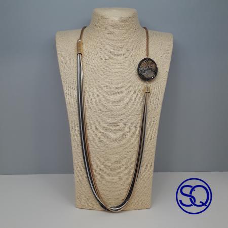 cadenas largas con medallón negro. Tocados y complementos. Sagrario Quilez (4)