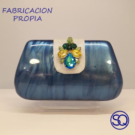 clutch nacar y pedrería azul.Tocados y complementos Sagrario Quilez (1)