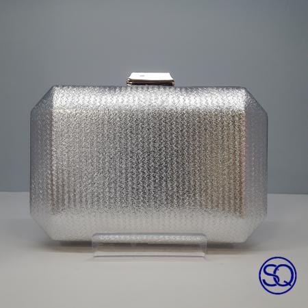 clutch polipiel metalizado plata. Tocados y complementos sagrario Quilez (1)