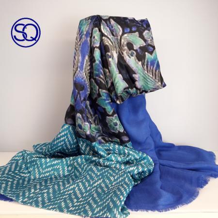 foulard de seda en azules forrado. Tocados y complementos Sagrario Quilez (1)