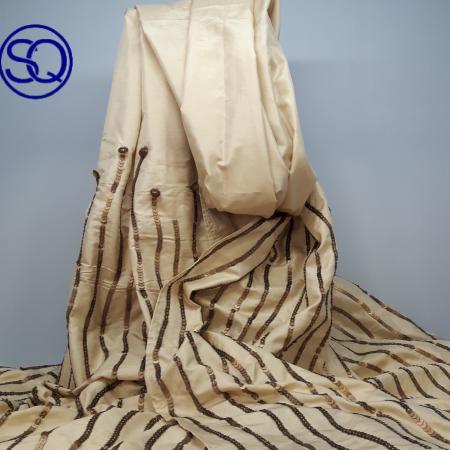 foulard seda arena bordado. Tocados y complementos Sagrario Quilez (1)