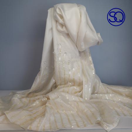 foulard seda beig bordado. Tocados y complementos Sagrario Quilez (1)
