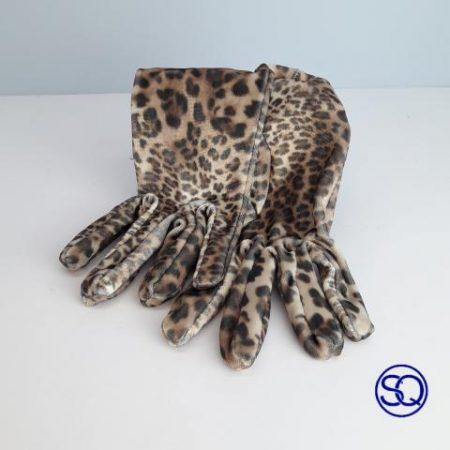 guantes de leopardo en terciopelo. Tocados y complementos Sagrario Quilez
