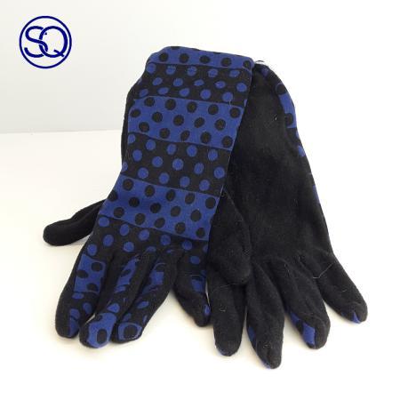 guantes forro polar azul y negro. Sagrario Quilez tocados y complementos