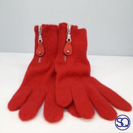 guantes lana roja con cremallera. Sagrario Quilez tocados y complementos