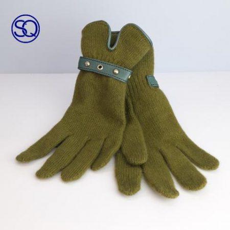 guantes lana con piel y tachas. Sagrario Quilez tocados y complementos