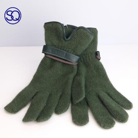 guantes lana verde con pulsera. Tocados y complementos Sagrario Quilez (2)