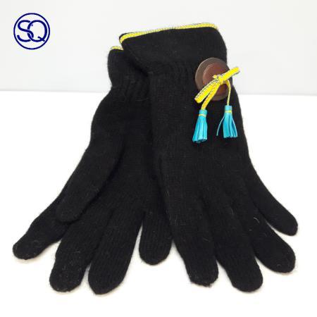 guantes lana y boton colores. Tocados y complementos Sagrario Quilez