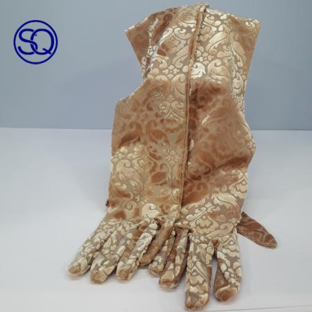 guantes largos puntilla oro.. Tocados y complementos Sagrario Quilez
