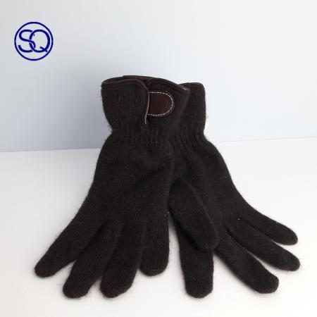 guantes negros con solapa. Sagrario Quilez tocados y complementos