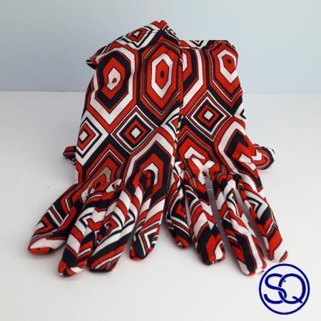 guantes rombos rojos sesenteros. Sagrario quilez tocados y complementos (6)