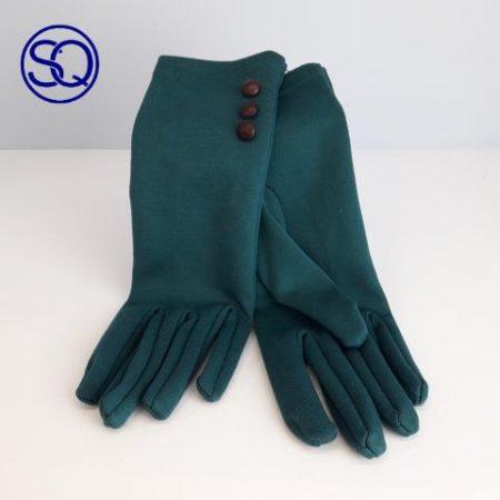 guantes finos verdes con botones. Tocados y complementos Sagrario Quilez