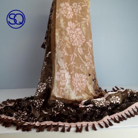 pañuelo cuadrado terciopelo rosa. Tocados y complementos Sagrario Quilez (1)