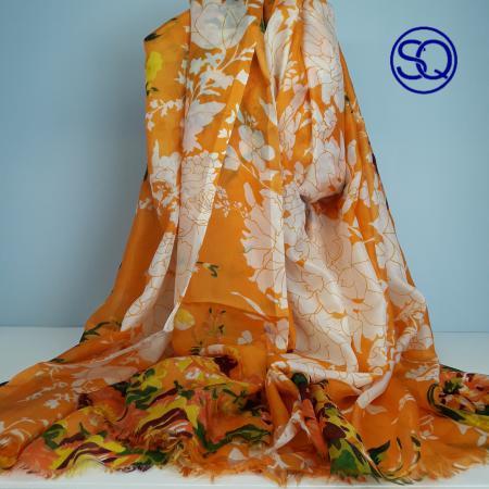 pañuelo fino seda flores naranjas.Tocados y complementos Sagrario Quilez (1)