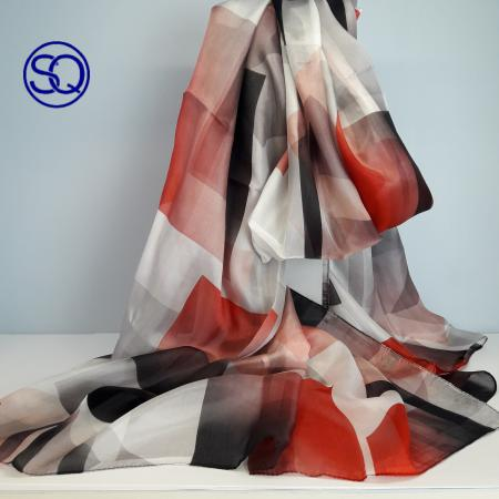 pañuelo seda rojos y granates. Tocados y complementos Sagrario Quilez (1)
