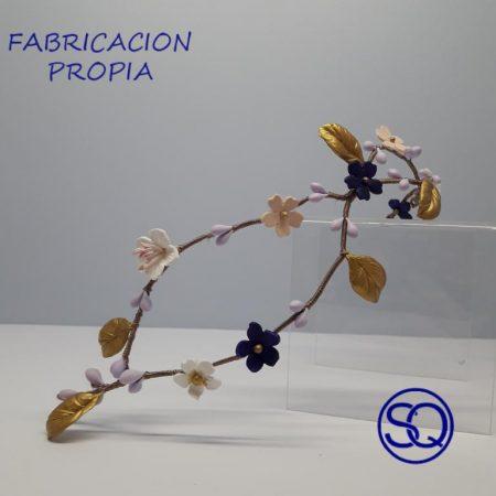 tiara doble flores de porcelana. Sagrario Quilez tocados y complementos (3