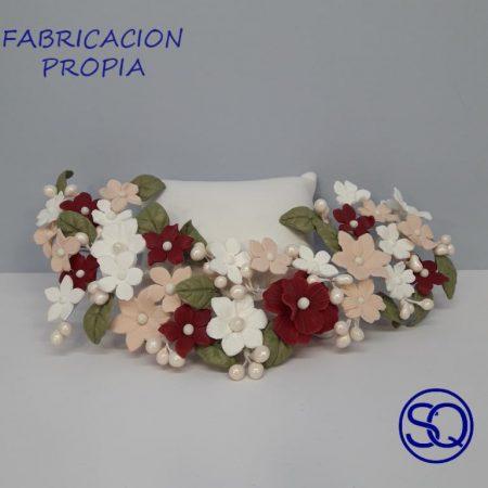 tocado grande flores multicolor. Tocados y complementos Sagrario Quilez (1)
