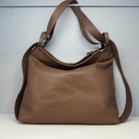 bolso mochila piel topo tocados y complementos Sagrario Quilez (2