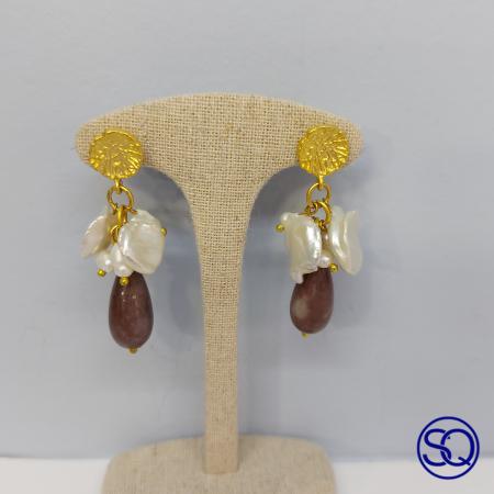 Pendientes oro mate con perlas y amatista. Tocados y complementos Sagrario Quilez