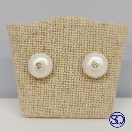 Pendientes plata de perla de botón con circonita. Tocados y complementos Sagrario Quilez