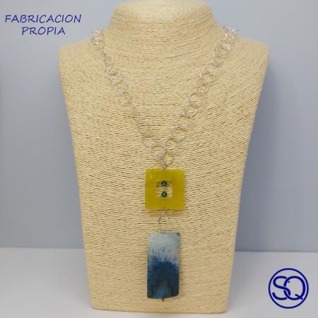 cadena larga plata con colgante de piedra. Tocados y complementos Sagrario Quilez. (2)