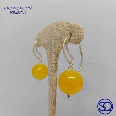 pendiente gancho hueco con bola de cristal. Tocados y complementos Sagrario Quilez (3)