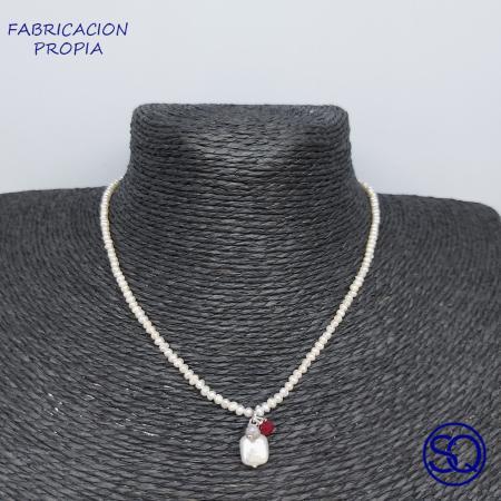 gargantilla con colgante de perlas y plata. Tocados y complementos Sagrario Quilez (37)